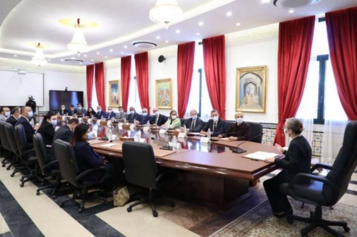 رئيسة الحكومة تجتمع بفريقها الحكومي