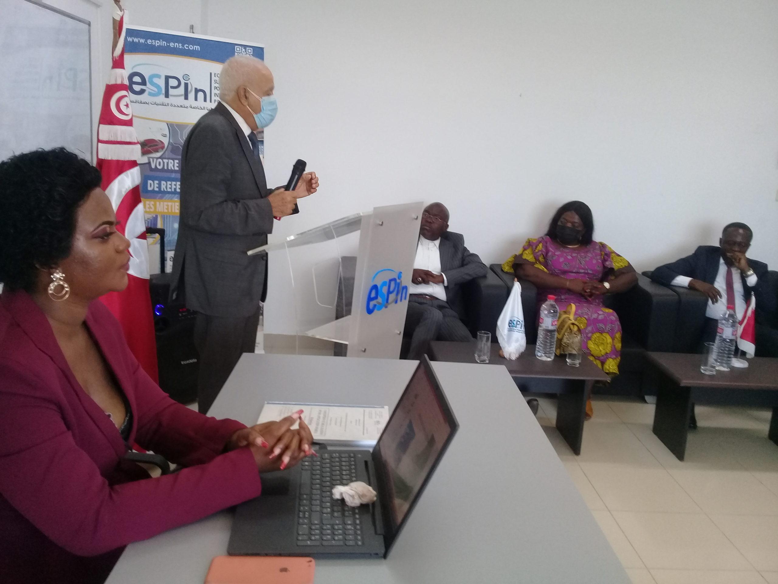وزير  البنية التحتيّة والاشغال العامة الكونغولي في المدرسة العليا الدولية الخاصة مُتعددة التقنيات ESPIN
